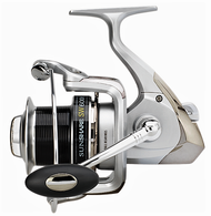 SUNSET SUNSHARE SW6006FD SURF CASTING REEL/ BIG-PIT size 6000/ Front Drag/6 ball bearings (BB)/ Capacity: 340m of 0.30mm / Alloy Spool/ Extra Carbon Spool/ Infinite anti-return/ Micrometric Drag knob/ WormShaft System/ Reinforced Bail Arm/ Anti-twist line roller/ SS Screws/ Gear Ratio: 5.2:1