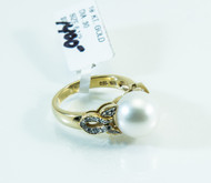 18 KT Gold with Mabe Pearl and .3 Carats of Diamonds on Either Side