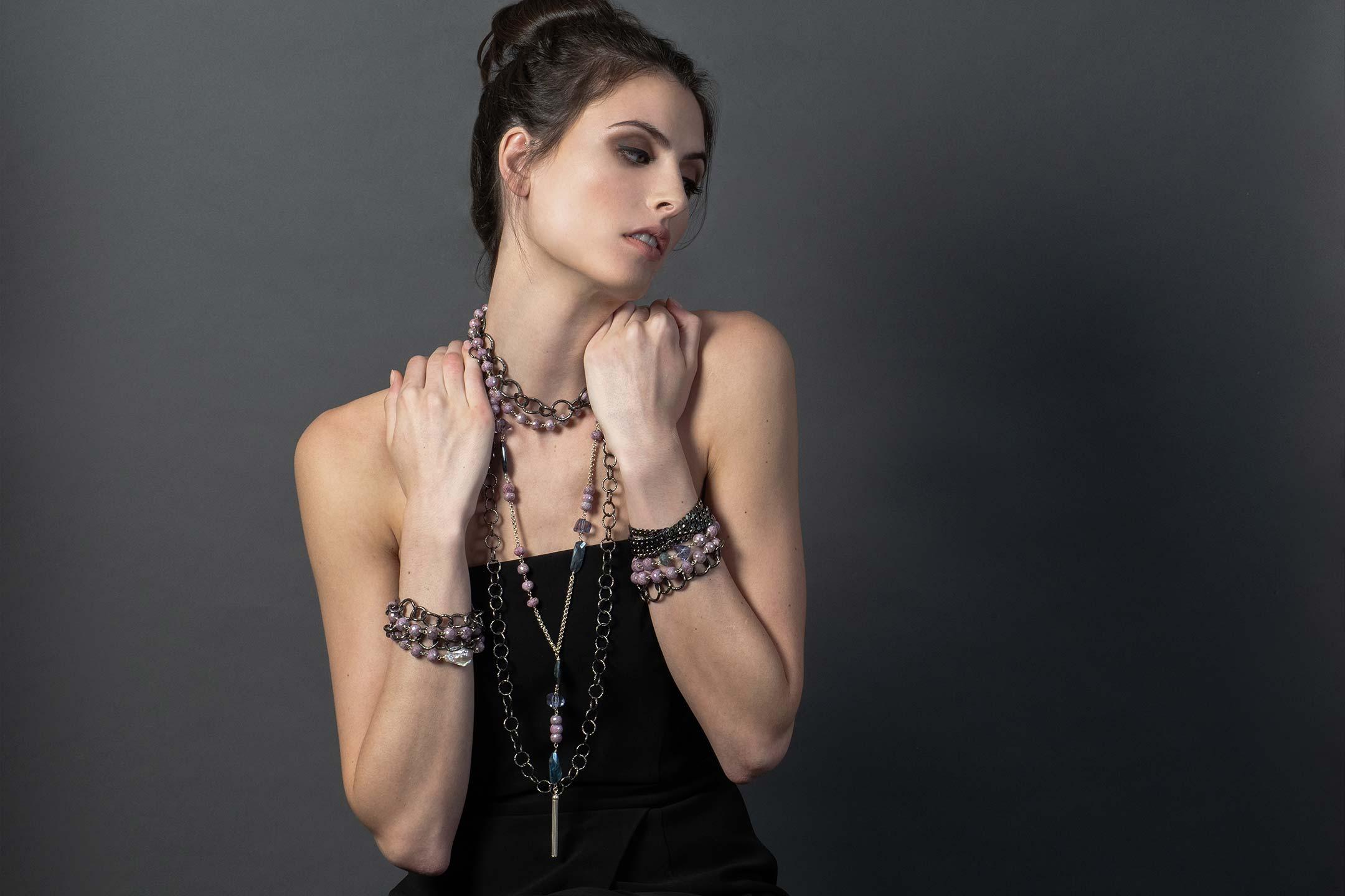 gm-debgasp-rotate-bracelets.jpg