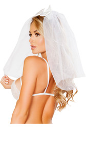 Mesh bridal veil with satin bow detail. Satin elastic band goes around the head.