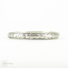 Art Deco Engraved Wedding Ring, Orange Blossom Design Floral Pattern Narrow Wedding Band with Milgrain Beading. Circa 1920s, Size O / 7.25.