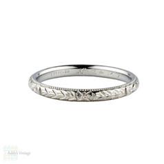 Vintage Engraved Wedding Ring. Flower & Leaf Design with Milgrain Beading. Circa 1920s, Size T / 9.5.