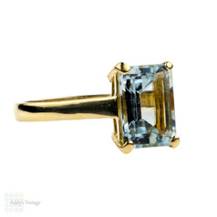 Aquamarine Single Stone Ring, 18ct Vintage Large Emerald Cut Cocktail Ring. Circa 1970s.