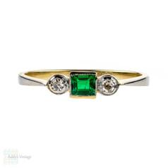 Art Deco Emerald & Diamond Three Stone Engagement Ring, Circa 1920s 18ct Gold & Platinum.
