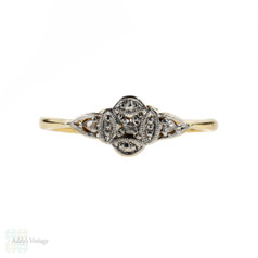 Art Deco Diamond Engagement Ring, Three Stone in 18ct & Platinum. Circa 1920s.