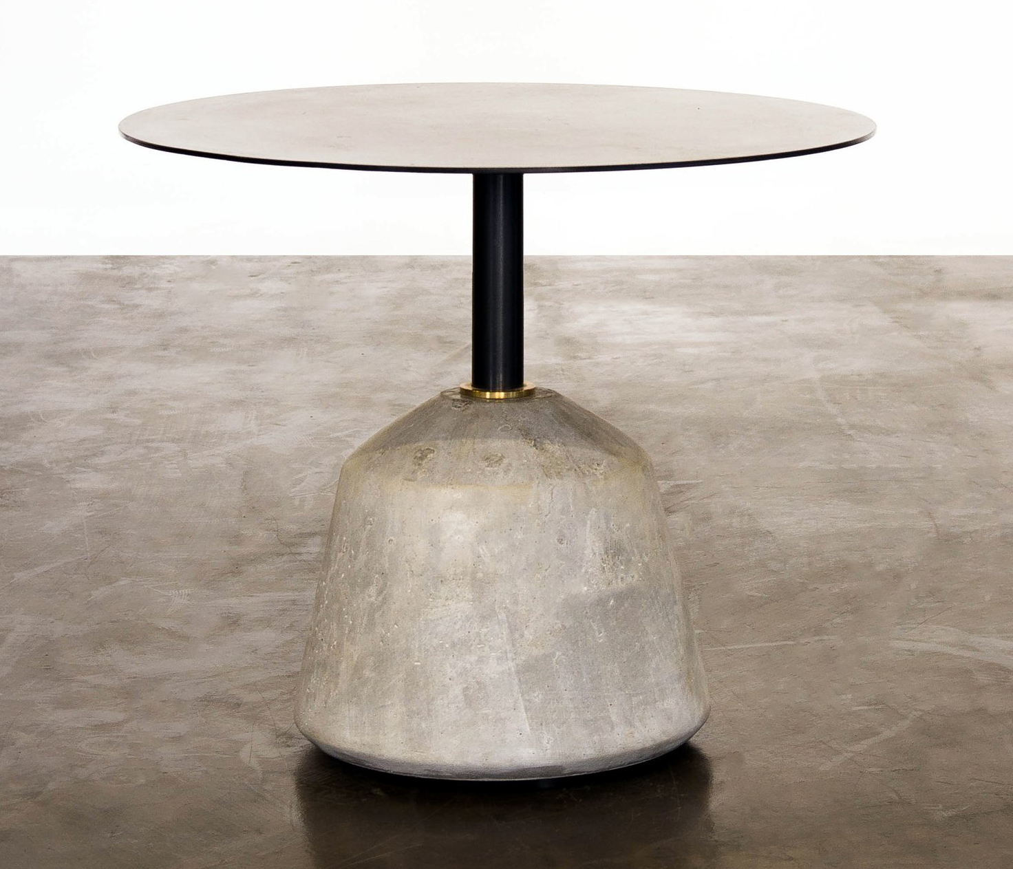 the exert side table in grey