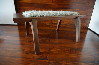 Minimalist Mahogany wood bench Upholstered with curly silver Scandinavian Gotland sheepskin - B0516M1