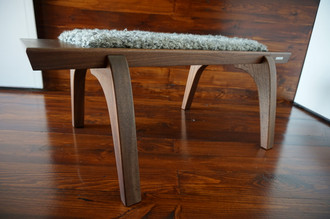 Minimalist Mahogany wood bench Upholstered with curly silver Scandinavian Gotland sheepskin - (B0516M2)