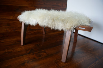 Minimalist Mahogany wood bench Upholstered with curly creamy white Norwegian Pelssau sheepskin - B0516M6