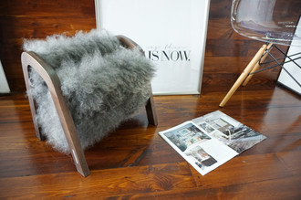 Oak wood Magazine Rack with genuine silver Norwegian Pelssau sheepskin rug - soft curly wool - (MR12)