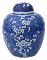 Blue & white Chinese Oriental ceramic ginger jar with lid