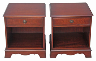 Bevan Funnell Reprodux mahogany pair of bedside tables