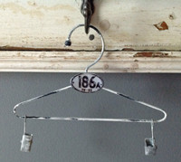 CIH208 - Farmhouse Hanger Zinc