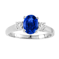 Oval Sapphire 3-Stone Ring in 14K Gold