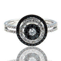 Round Diamond Cluster Ring w. Black Dia