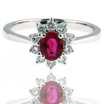 Ruby Ring in White Gold with GVS2 Diamonds