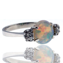 18kt White Gold Opal Diamond Ring