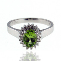 18kt White Gold Peridot Diamond Ring