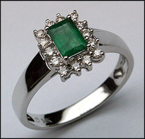 14kt White Gold Emerald & Diamond Ring