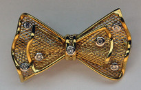18kt Gold Bow-tie Pin