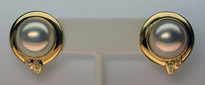 14kt Gold Mobe Pearl Earrings