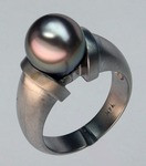 Black Cultured Pearl Gold Ring