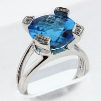14kt Gold Blue Topaz Ring EGR873-1