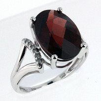 Ring .06ct Garnet and Diamond Ring