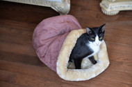 Armarkat Cat or Dog Bed Laurel Indian Red & Beige C16HTH/MH
