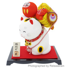 Ryukodo Kyoto Crepe Maneki Neko Lucky Cat Carrying Auspiciousness Figurine Made in Japan