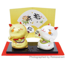 Ryukodo Japanese Pair of Silver & Gold Ceramic Holding Fan Maneki Neko Lucky Cat Figurines Japan Import