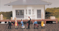 Bachmann HO Scale SceneScapes Figure Set Figures Passengers Waiting 6-Pack