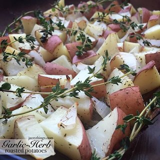 rsz-simplegirl-garlic-herb-roasted-potatoes-1-.jpg