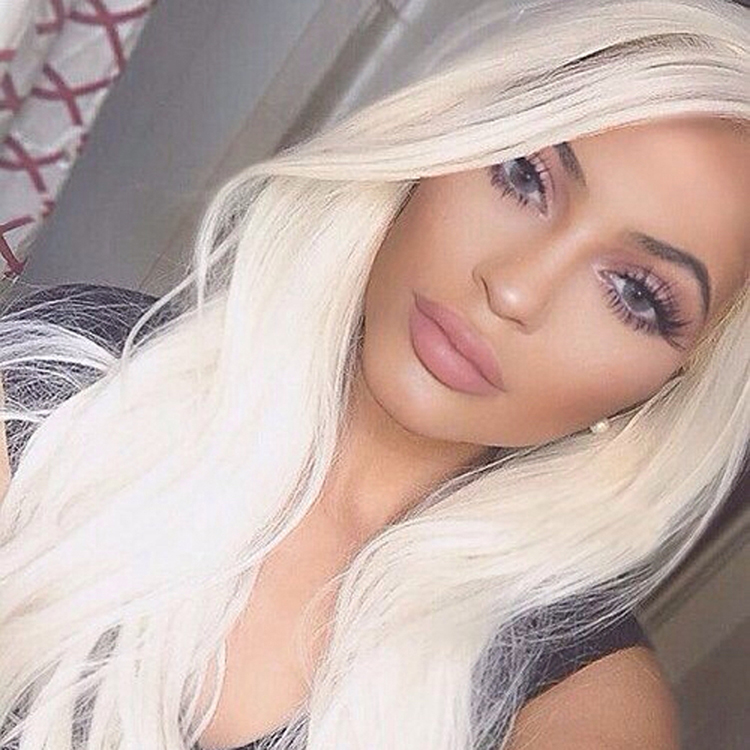 Kylie Jenner Wearing Solotica Hidrocor Graphite