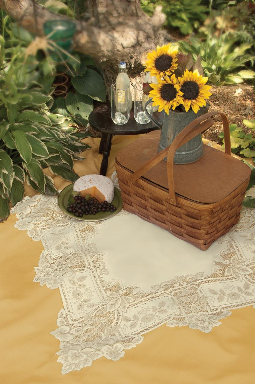 Heirloom Table Topper - 734573008001