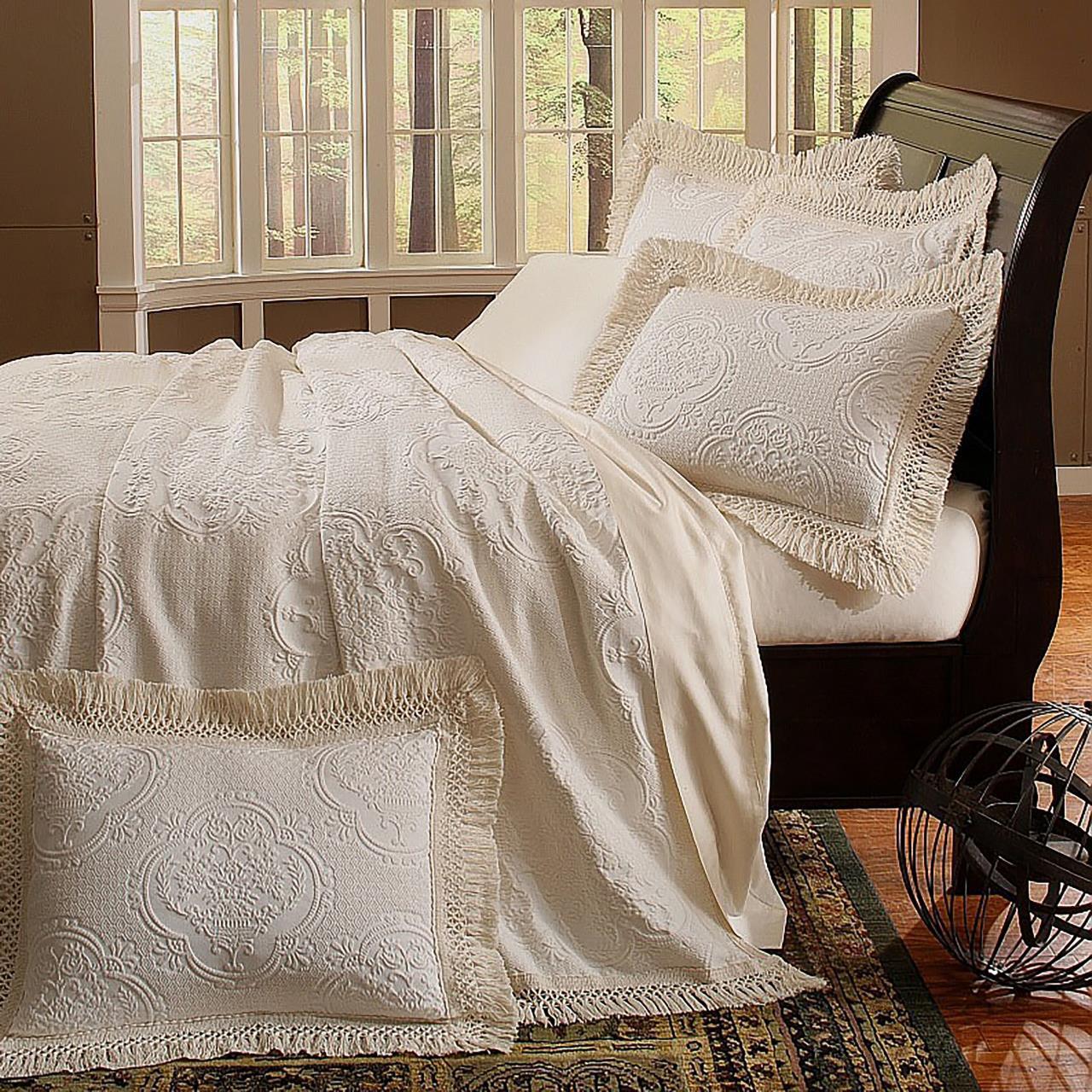 Antique Hyde Park Bedspread - 740504349105