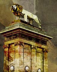 Art Classics Loop Standing Lion