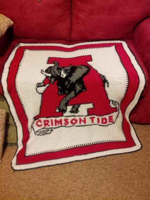 This design is 150 stitches across by 200 stitches down. The size of the  completed afghan will vary depending on the …   Alabama crimson tide, Crimson  tide, Alabama   640x480