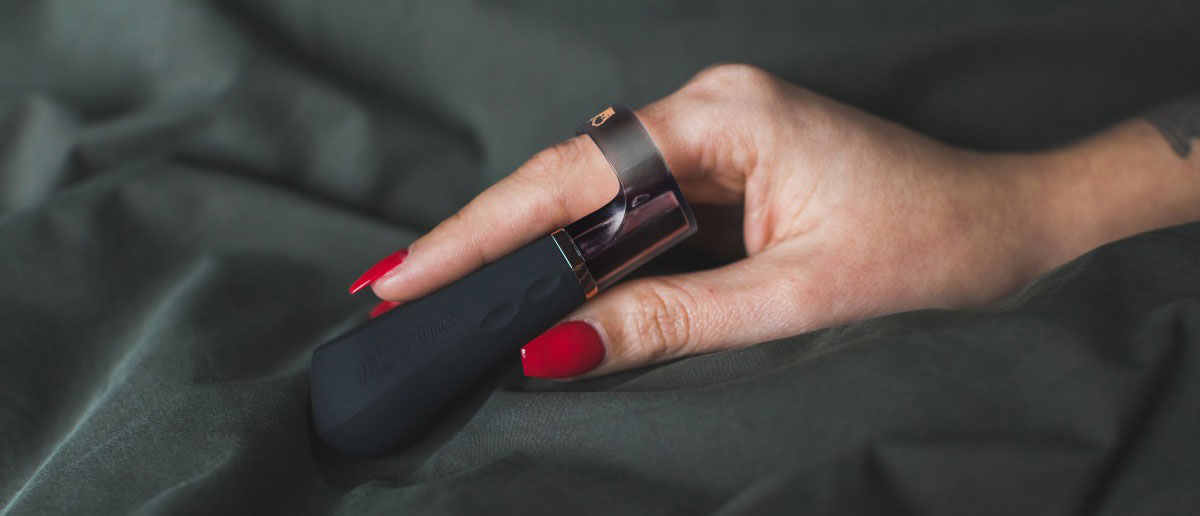 DiGiT Powerful Silicone Rechargeable Finger Vibrator By Hot Octopuss - In Hand