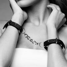 Bijoux Indiscrets MAZE THIN HANDCUFFS BLACK