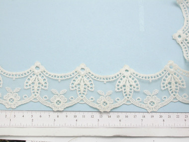 """Venise Lace 2 1/4"""" Off White Scalloped 12 yards"""