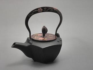 Gourd type Kotetsubin - Sakura - 160ml/cc - Small Iron Teapot Kettle