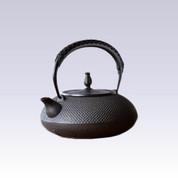 Nanbu Tetsubin - Hiramaru Arare - 1.2 Liter : Japanese cast iron teapot - Induction safe