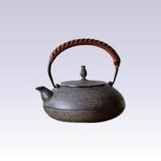 Nanbu Tetsubin - Hiramaru Itomoku - 1.2 Liter : Japanese cast iron teapot - Induction safe