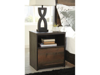 Ashley Windlore Night Stand in Dark Brown (25AS-B320-91)