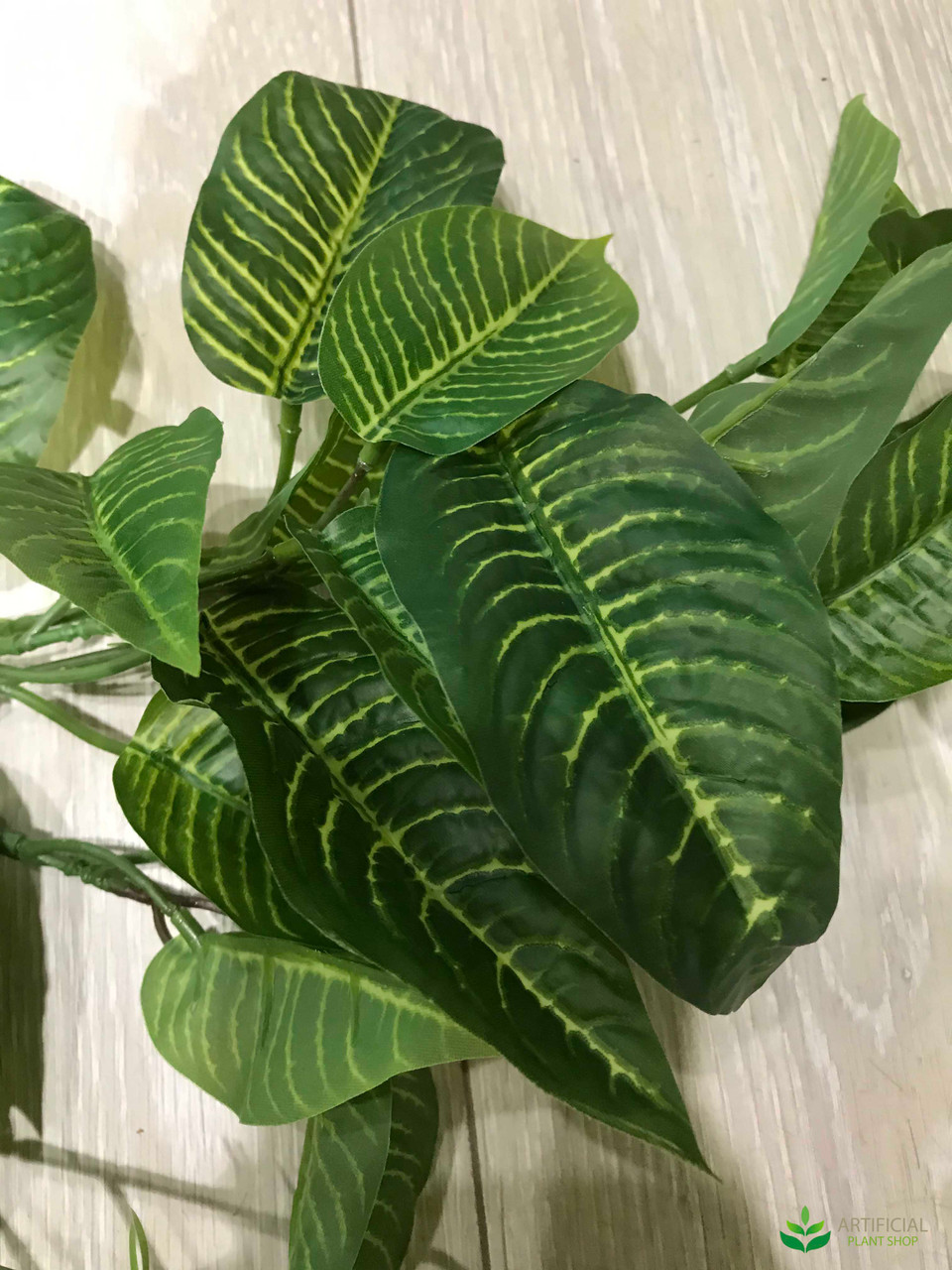 Artificial hanging plant leaf