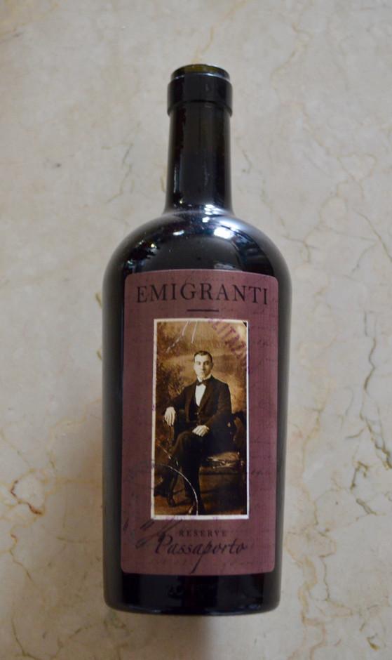 Emigranti Passporto full body reserve red wine.