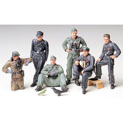TAMIYA 35201 German Tank Crew at Rest 1:35 Military Model Kit