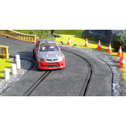 SLOT TRACK SCENICS ACC2 10 Traffic Cones And 5 Oil Cans - for Scalextric