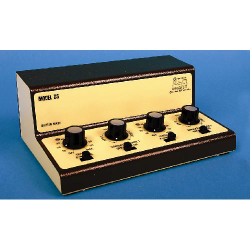 GAUGEMASTER Twin Track Cased Controller w/ Simulation GMC-DS